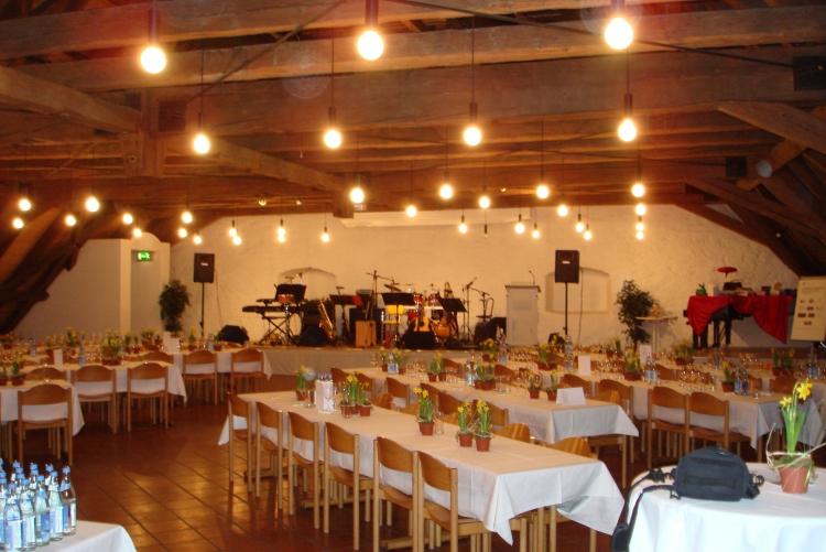 Festlich geschmückter Saal in der Kurfürstlichen Reitschule ©2011 Zonta Club Ingolstadt
