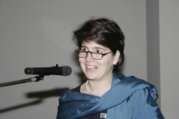 Präsidentin Karin Lenk-Aguerreberre begrüßt die Gäste im Barocksaal des Stadtmuseums.  ©Zonta Club Ingolstadt